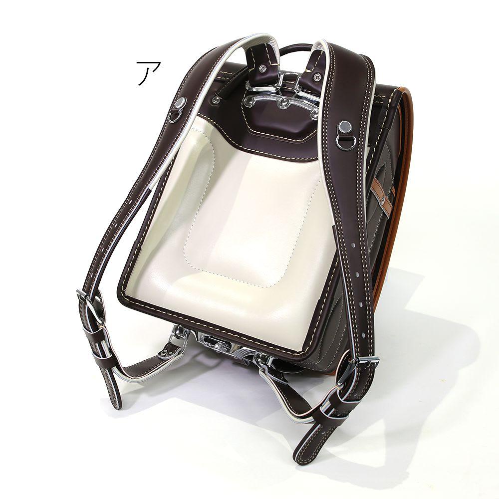 スヌーピーランドセル 背裏には通気性のすぐれた合成皮革を使用