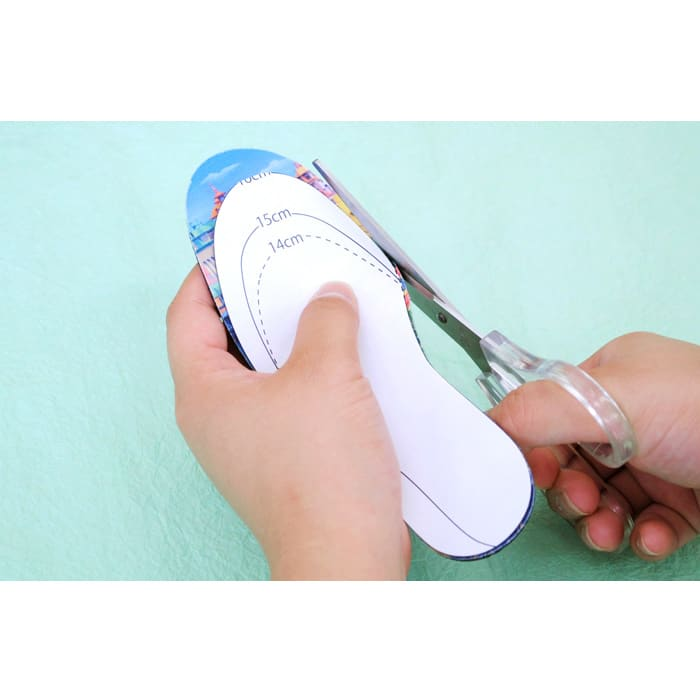 チャギントン/名入れインソール(靴の中敷き) ハサミでカットして簡単に自分のサイズに合わせられます