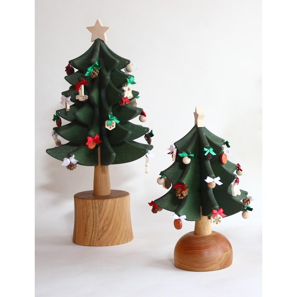 日本製/オークヴィレッジ オルゴール付クリスマスツリー・プチ サイズ比較:(左)スタンダード(商品番号:N530-08) (右)プチ(本品)