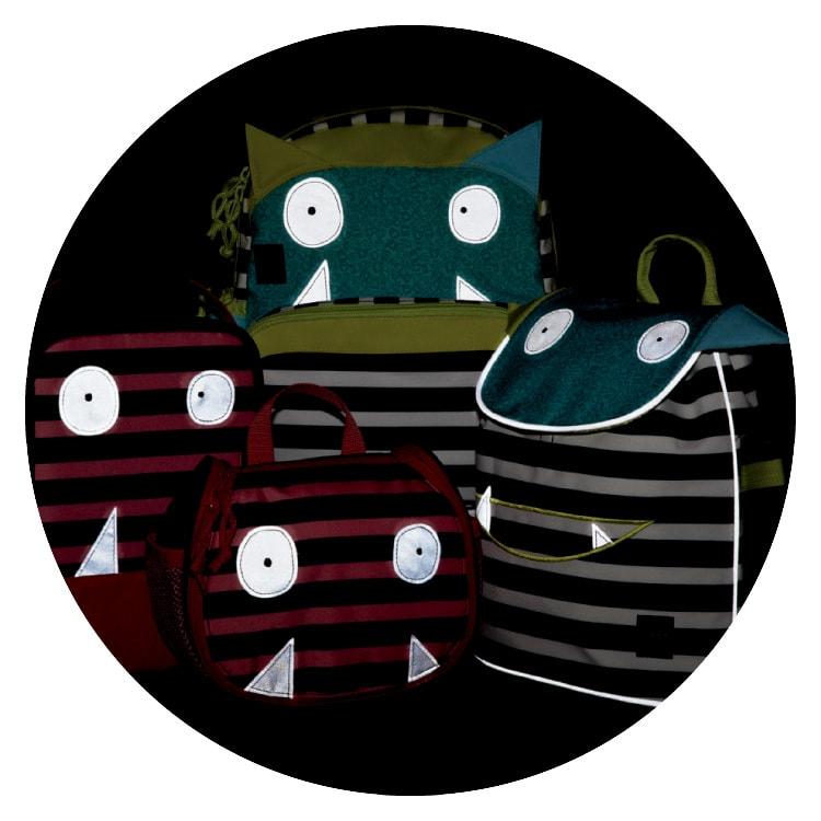 Laessig(レッシグ)/リトルモンスターズ キッズミニメッセンジャーバッグ モンスターたちの牙とおめめ部分は暗闇でもピカリ。