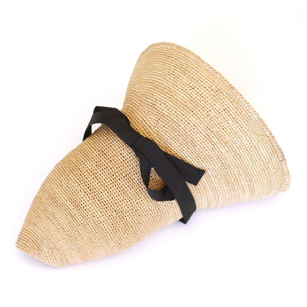 田中帽子店/麦わら帽子 細編ラフィア 女優帽 レディース 室内に入ったときなどは、くるっと丸められます