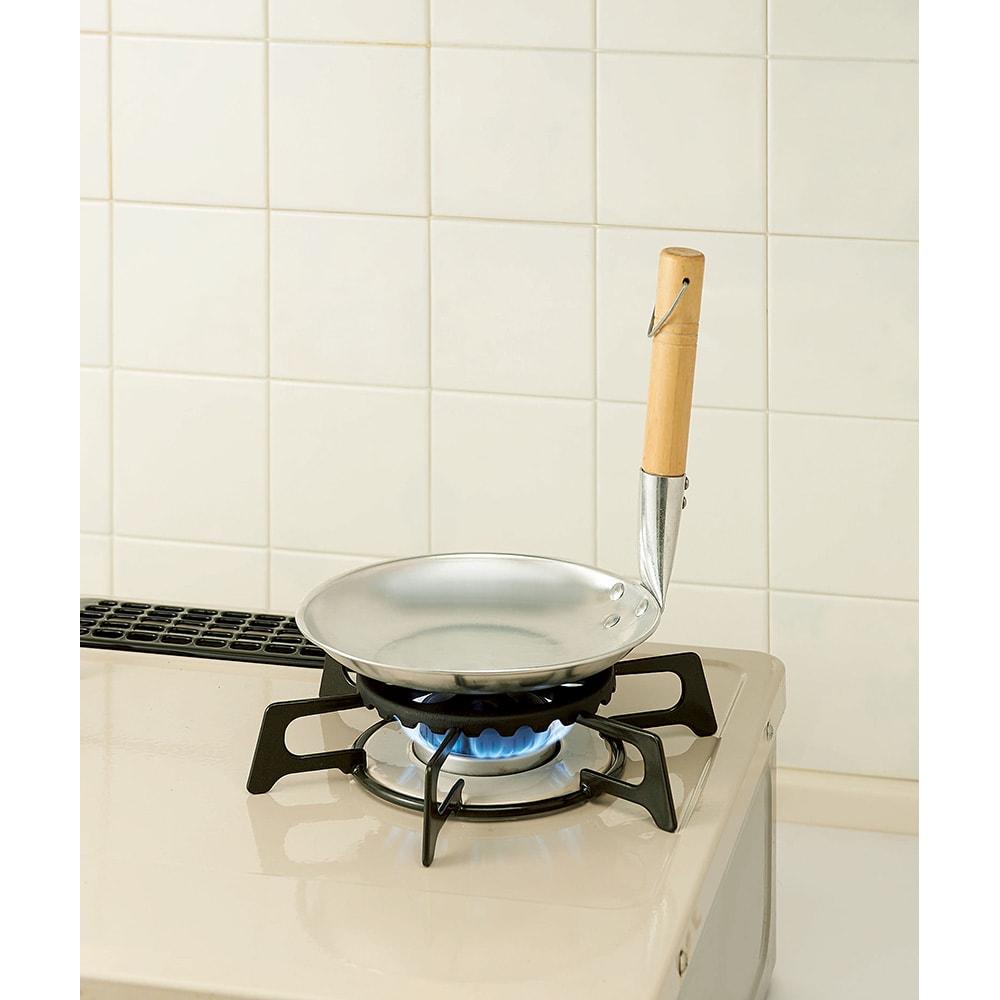 小さな鍋がのる五徳 どんぶり用鍋にも。