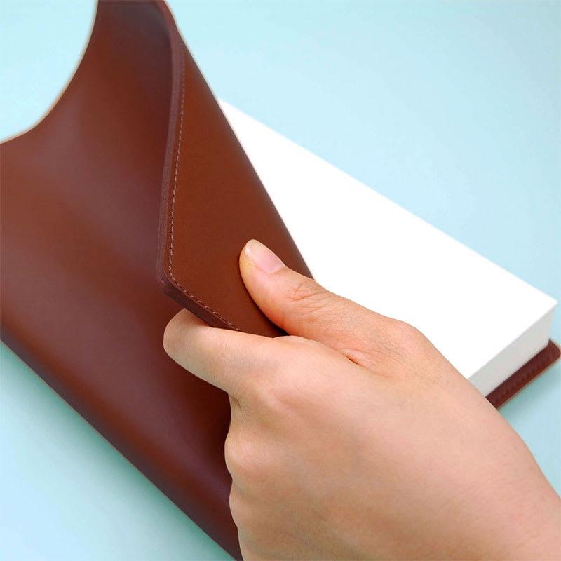 ディアカーズ/革カバー5年日記 (ク)ダークブラウン/表紙カバーは厚手のスプリットレザーを使用しており、高級感のある仕上がり