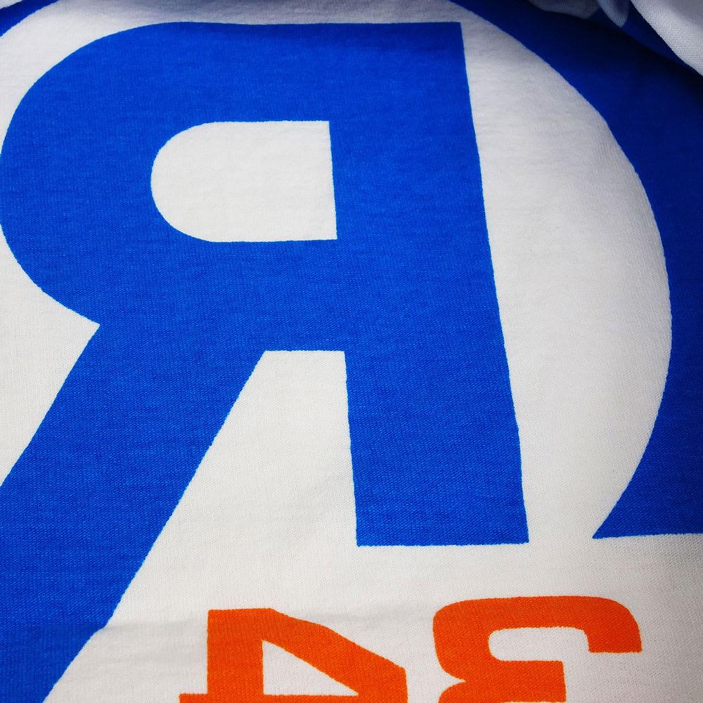 RealBvoice(リアルビーボイス)/リバースプリント Tシャツ (ア)ホワイト/ブルー、裏面はブルーの丸Rロゴ