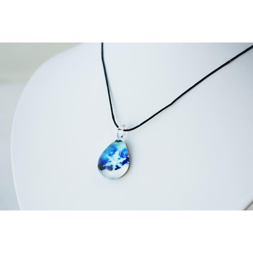 日本製ハンドメイドグラスジュエリー|ノースワングラスジュエリー/CrystalSnow クリスタルスノー ドロップネックレス