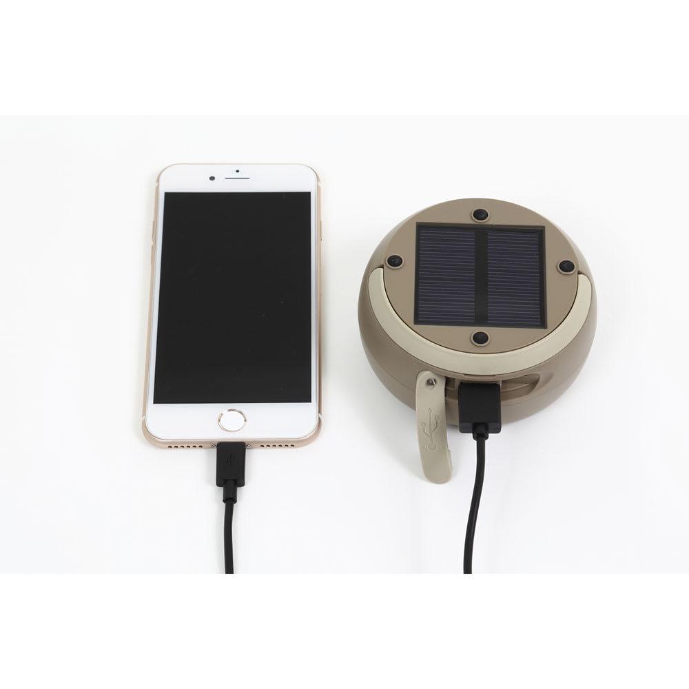 ソーラーバンクランタン ソーラーパネルでも、USBでも充電ができます