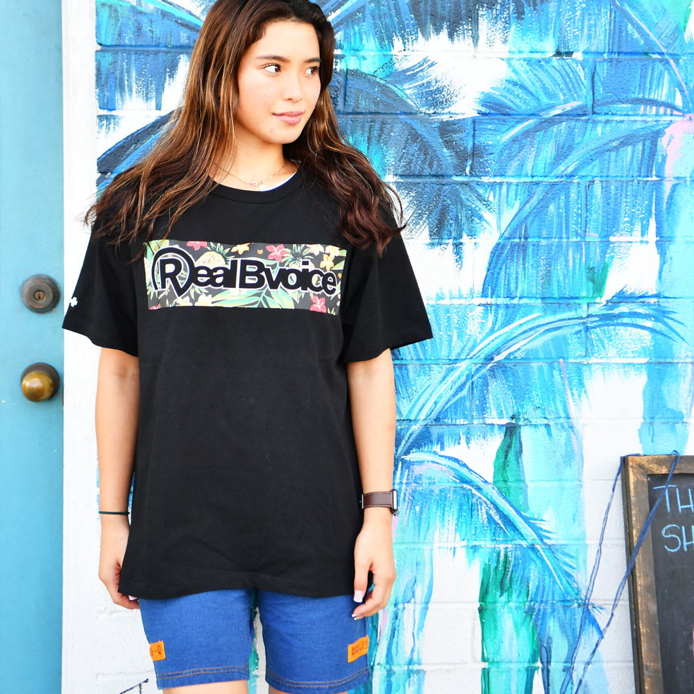 RealBvoice(リアルビーボイス)/ボタニカル柄 Tシャツ メンズSサイズ着用