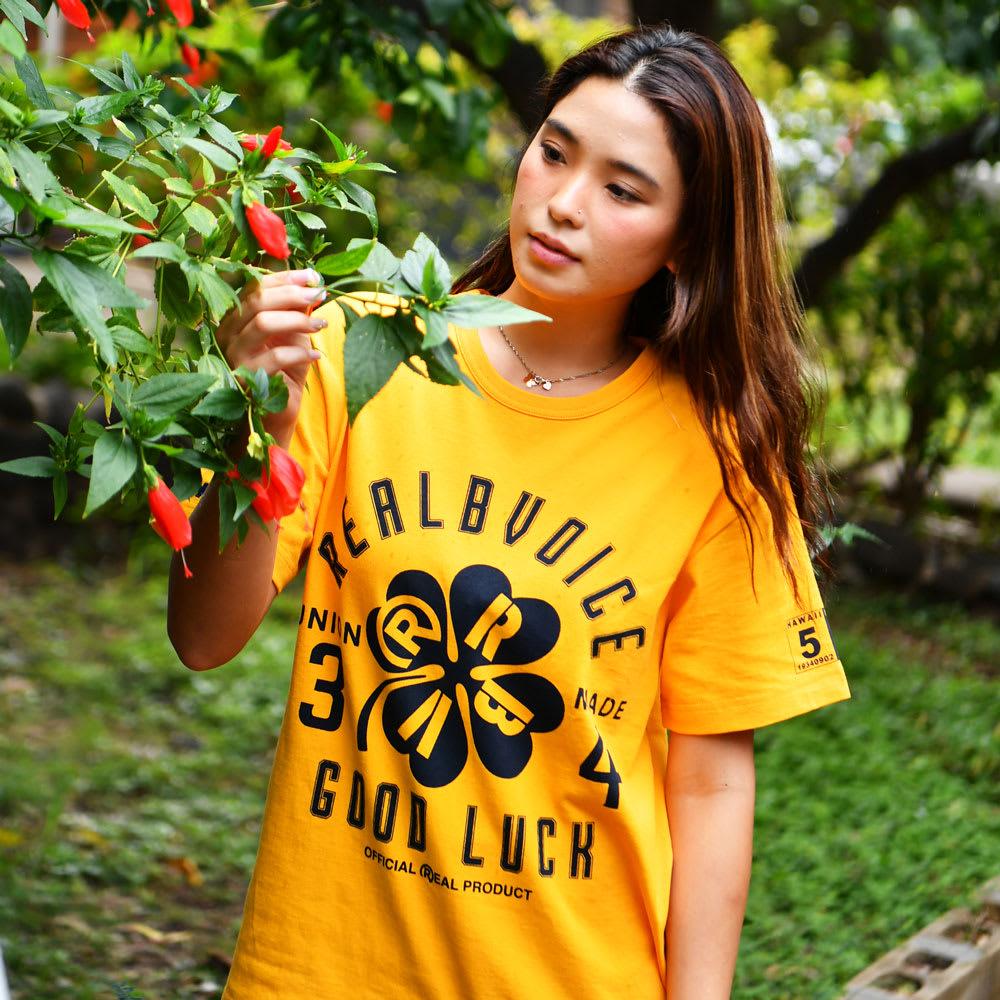 RealBvoice(リアルビーボイス)/クローバー柄 Tシャツ メンズSサイズ着用