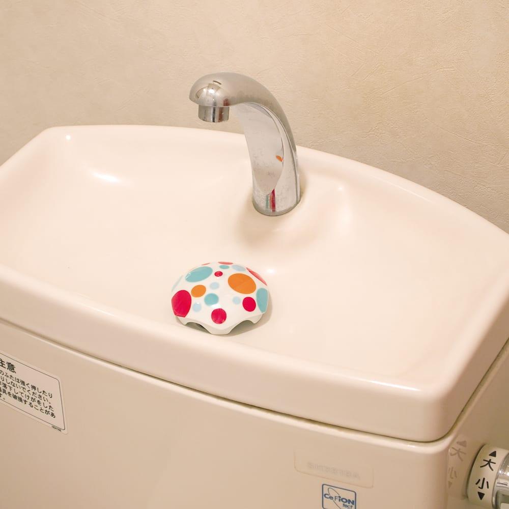 有田焼の排水口カバー アンブレラ 使用例…(イ)ミズタマ