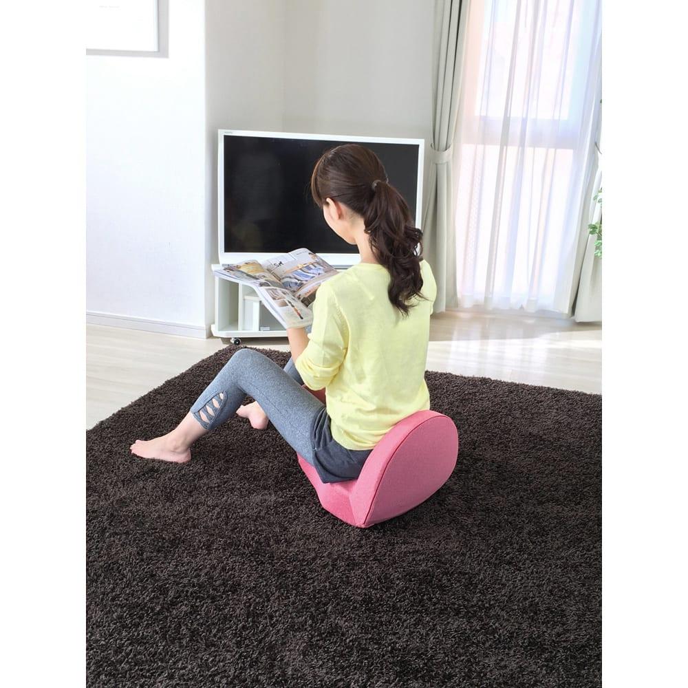 Micaco(ミカコ)監修 骨盤ビューティー「コアスリム プレミアム」 従来モデルから座面が広がり、座り心地がアップ!硬すぎず、柔らかすぎない絶妙なクッション性。長時間座っていても疲れにくく快適。