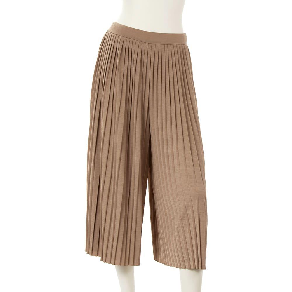 ビューティープリーツパンツ ウエストは総ゴム仕様。しかもグッドデザイン賞受賞の「BBワッフル(R)」を採用  (ウ)ベージュ…落ち着いた色味で、女性らしく装える、合わせやすいカラー。