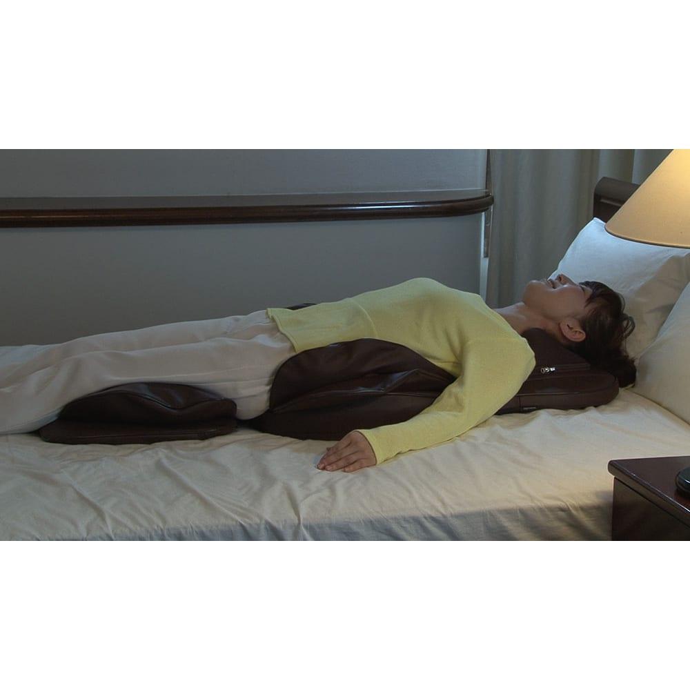 3Dメディカルシート ペルソナ ベッドの上で寝ながら使えるのはスゴイ!寝て使うと、自分の体重でグッと深く入り込み、パワフルなもみ心地に!