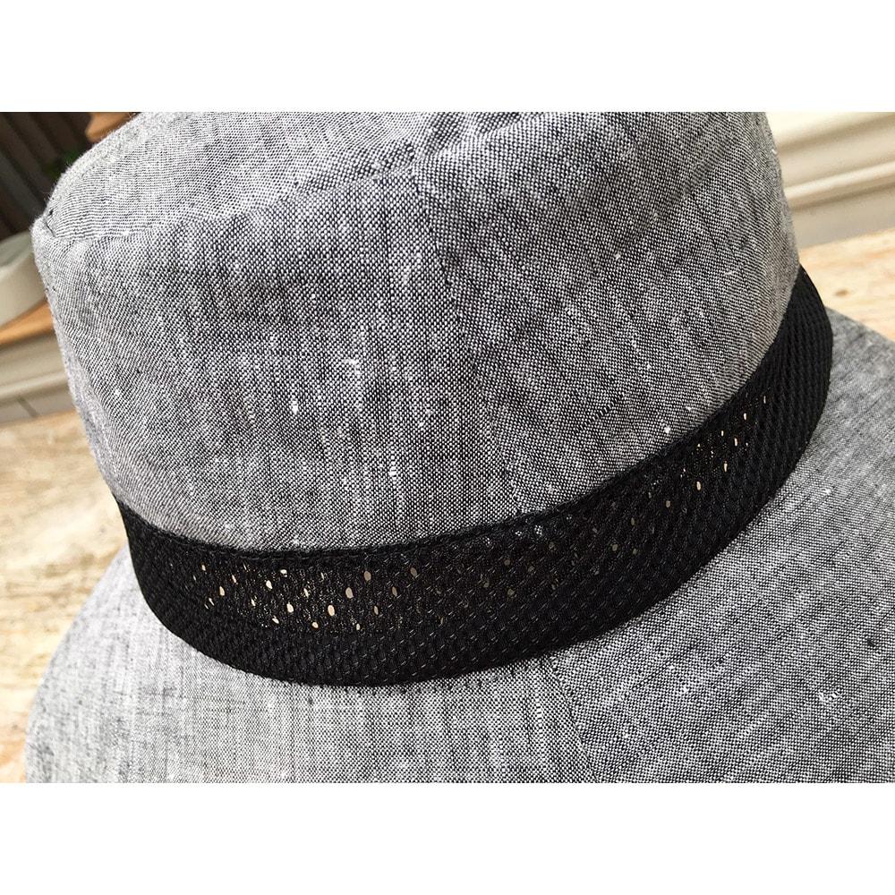 ベル・モード フレンチリネンUVケア帽子 リボンの下が一周メッシュになっていて、ここから熱を逃がします。(ア)ブラック