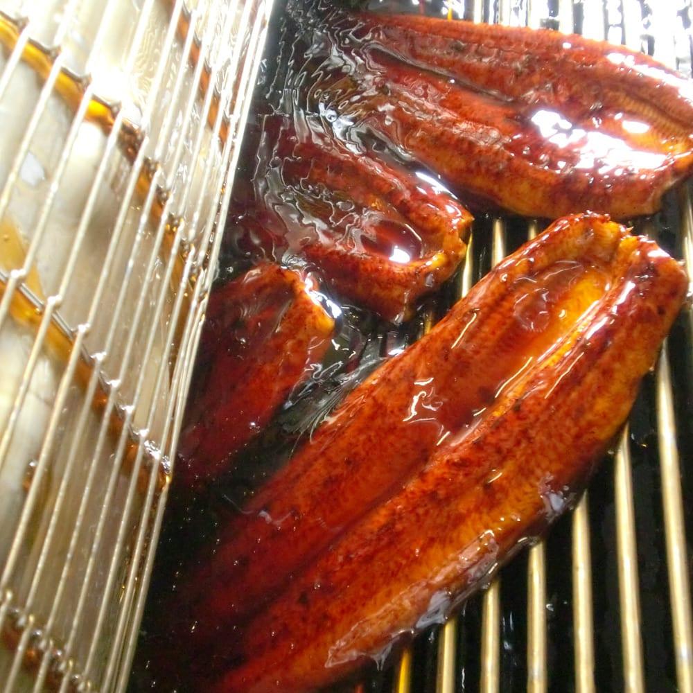 愛知・三河産特選うなぎセット (190g以上×3尾) 【通常お届け】 愛知県産たまり醤油を使ったたれで4回もつけ焼きし、中までしっかり味を染み込ませました。濃厚な味と香りがたまりません!