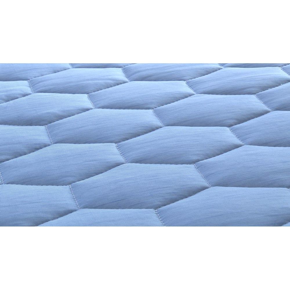 ひんやり除湿寝具 デオアイス 敷きパッドNEO(セミダブル) 「接触冷感生地」という、触れた瞬間ひんやり感じる特殊素材で出来ているので、とにかくひんやり気持ちよく寝られます。