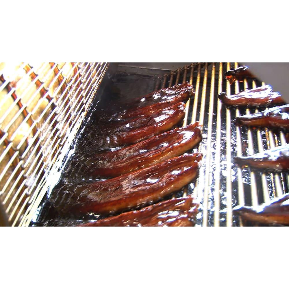 三河産うなぎ ワケあり6食セット ・「焼き」…厳選した濃口醤油タレで漬け焼き。タレ漬けと焼きを交互に4回も繰り返し、香ばしく焼き上げます。