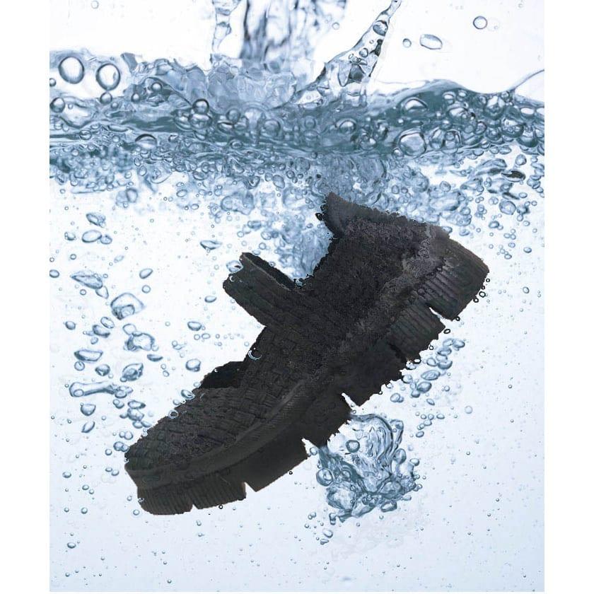 ゴムゴム メッシュシューズ 汚れやニオイが気になったら丸洗い可能。素足でガンガン履けます。※洗濯機、乾燥機は使用しないでください。