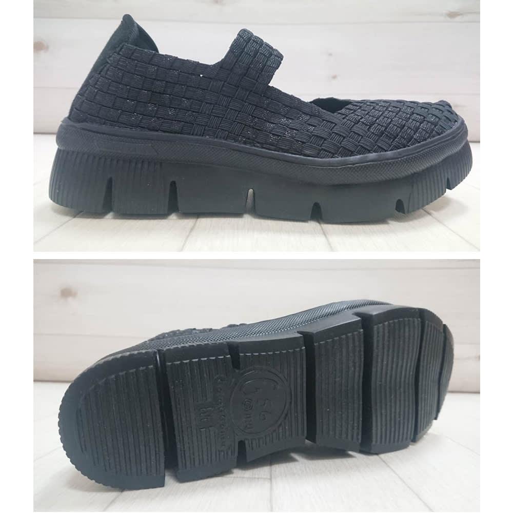 ゴムゴム メッシュシューズ ヒール高さは約3cmですが、前底の厚みが約1.5cmなのでほぼフラット。スニーカー感覚で履けます。