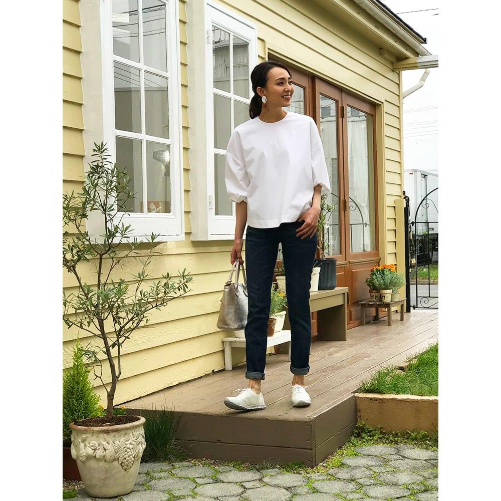 レザースニーカー フィグリーノ ◎デニムに合わせるならオフホワイトがぴったり!ワンランク上の格好いい大人のファッションが演出できます。