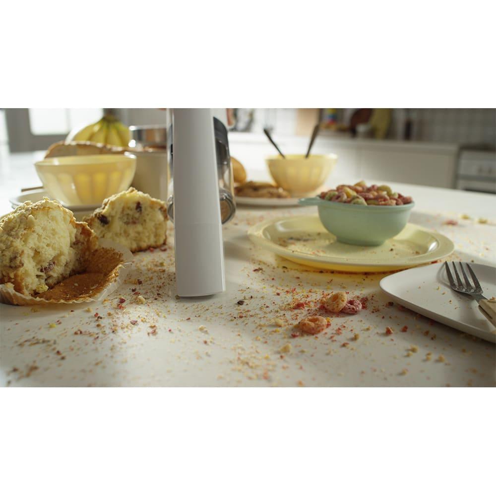 レイコップ コードレスクリーナー 通販限定モデル RHC-500JPWH ハンディクリーナーで、テーブルの食べごぼしもササッと吸引。