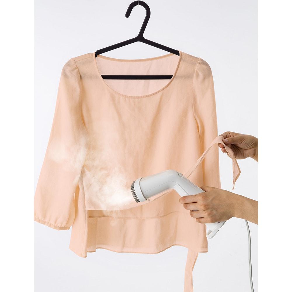 ±0/プラスマイナスゼロ 衣類スチーマー アイロンでは潰れてしまうフリルやタックなどもキレイにケアできます。
