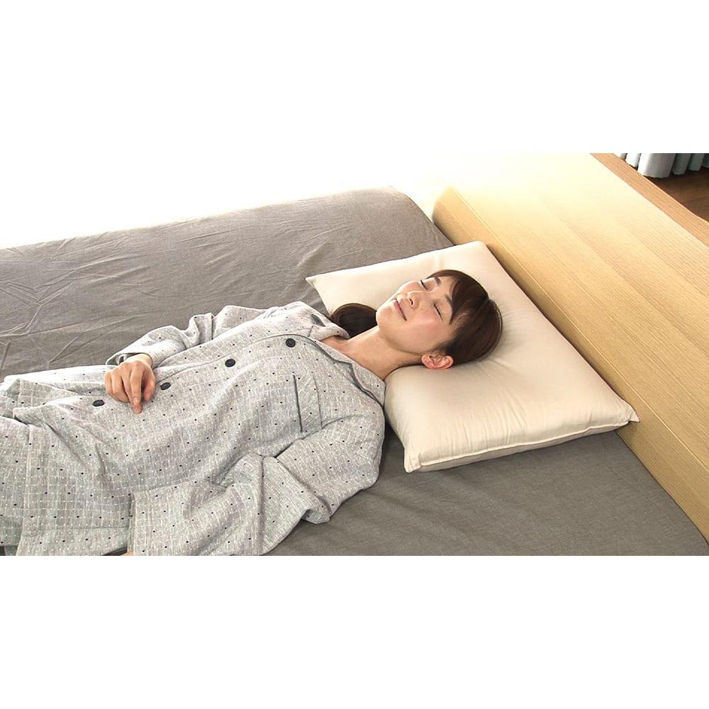 リラックスフィット枕 首や肩への負担を軽減するだけでなく、腰、脚まで体全体を脱力・リラックス!