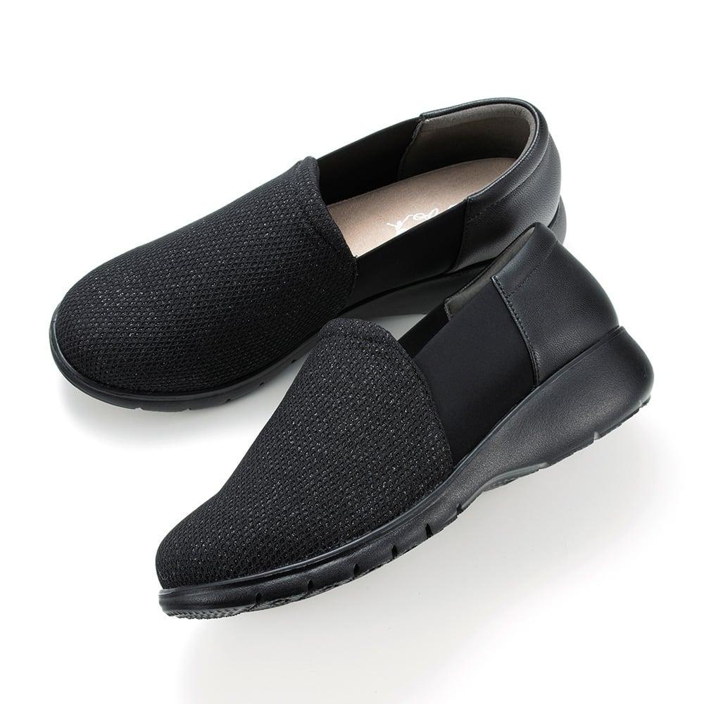 ラックラック 空飛ぶスリッポン (イ)ブラックラメ×ブラック…ブラックラメ×ブラックは改まったところにも履いていかれそうな定番カラー。足元が締まって見えるのもいいですね。