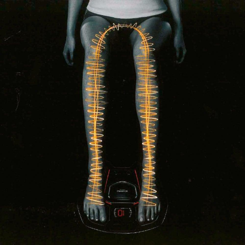 SIXPAD/シックスパッド Foot Fit(フットフィット) 足裏からふくらはぎ、前すね、太ももを通り、左右の足を電気が行き来する通電方式を採用。歩行を支える筋肉への効率的なアプローチが可能に。23分のオートプログラムでトレーニングをサポートします。