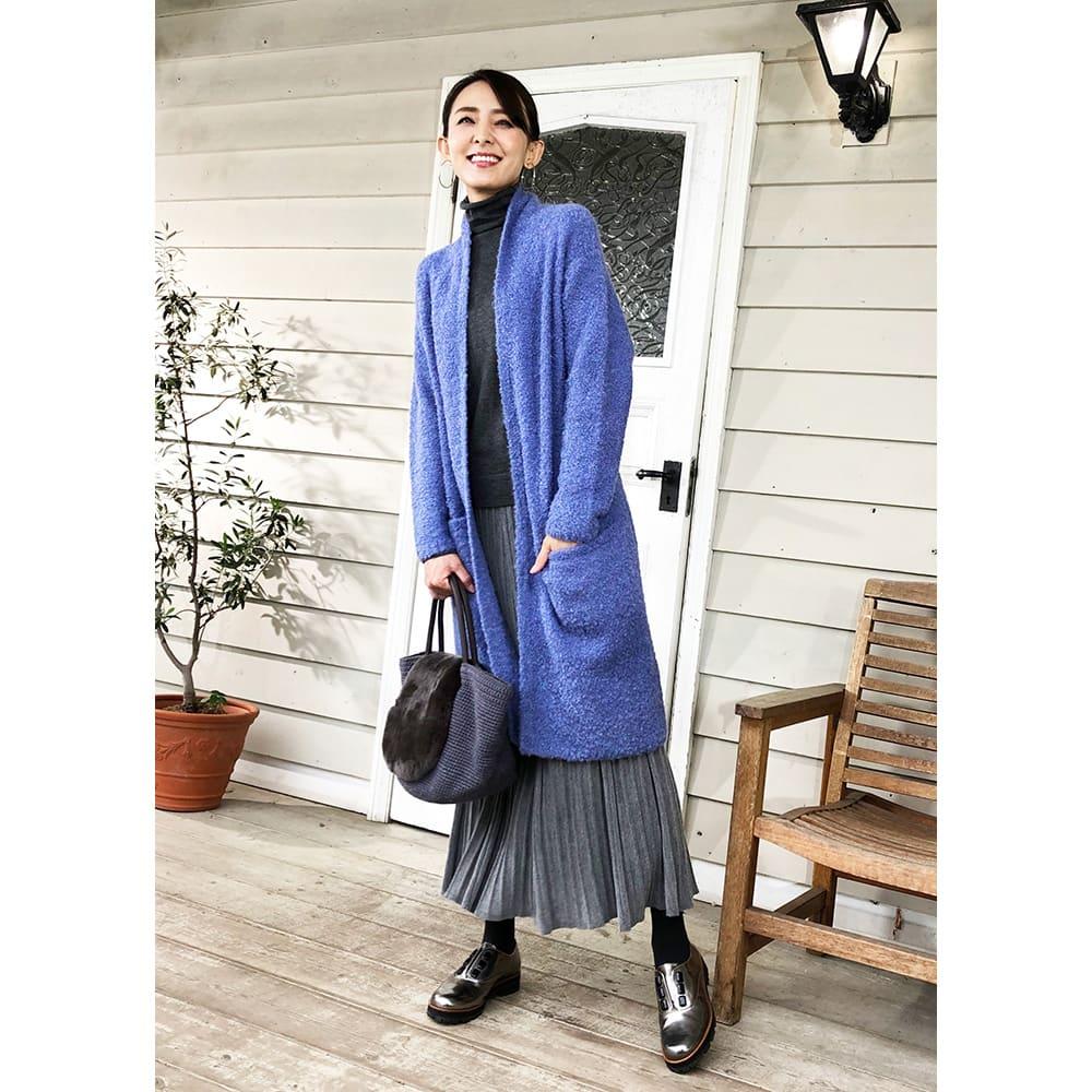 アルパカブークレ コーディガン 新色(オ)ラベンダーブルー…暗くなりがちな秋冬の装いにさっと羽織るだけで印象が華やかに。綺麗な色を着ると心まで明るくなります。
