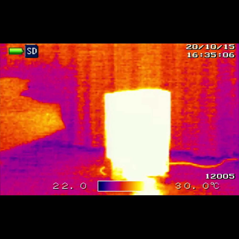 Dimplex/ディンプレックス オイルフリーヒーター B04(タッチパネル式) 約8畳の部屋に置いて、サーモカメラで撮影。たった20分の使用で部屋中が真っ赤に!※検査協力:(株) SOUKEN※室温17℃※環境により結果は異なります