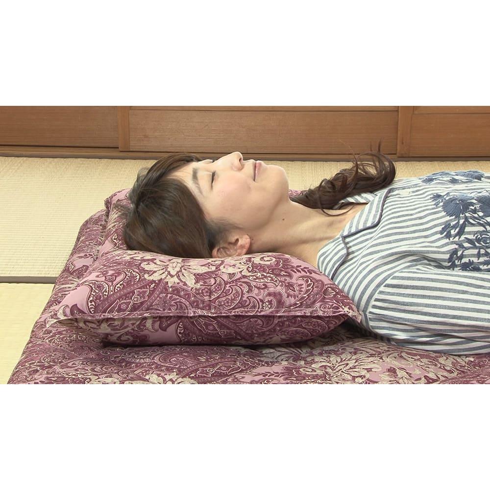 新春初売り 西川の特選寝具 ダブルセット(8点+特典2点付き) 枕は、真ん中が凹んだ形状で、後頭部にピタッとフィット。収まりが良く、首がラク!