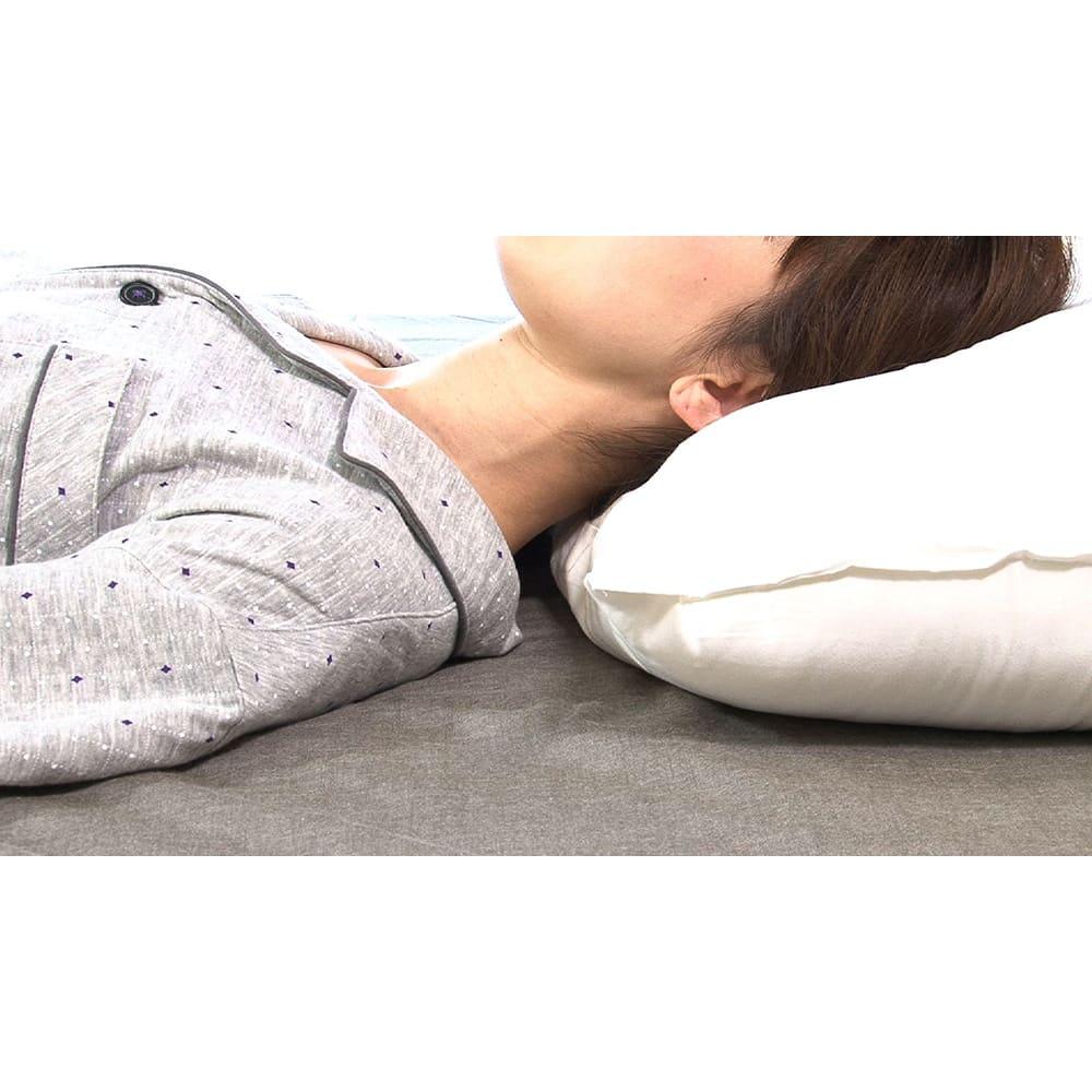 リラックスフィット枕 従来の高めの枕/首に隙間があると寝返り時等に筋肉へ無駄な負担がかかることも