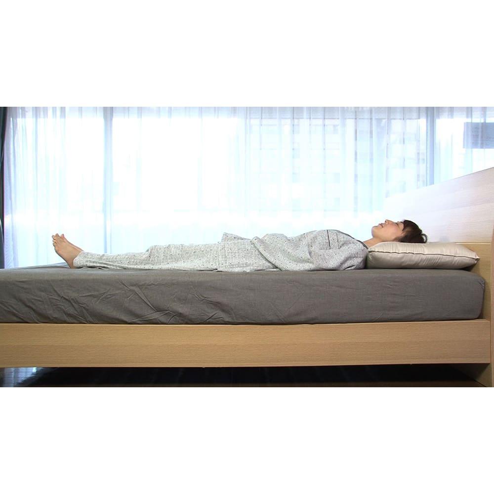 リラックスフィット枕 リラックスフィット枕/頭と首が心地よくフィットし、首が体に対してまっすぐに!睡眠に良いとされる自然な寝姿勢をキープ!