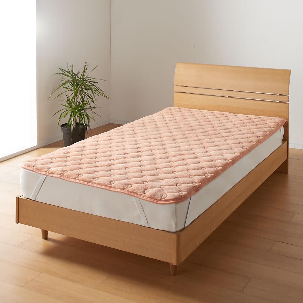 ヒートループDX 「お得な掛け敷きセット」(ダブル) 敷布団はもちろんベッドにも使える「ぬくぬく敷きパッド」。シーツのヒヤッと感が苦手な方に断然おすすめ!四隅ゴムバンド付き。
