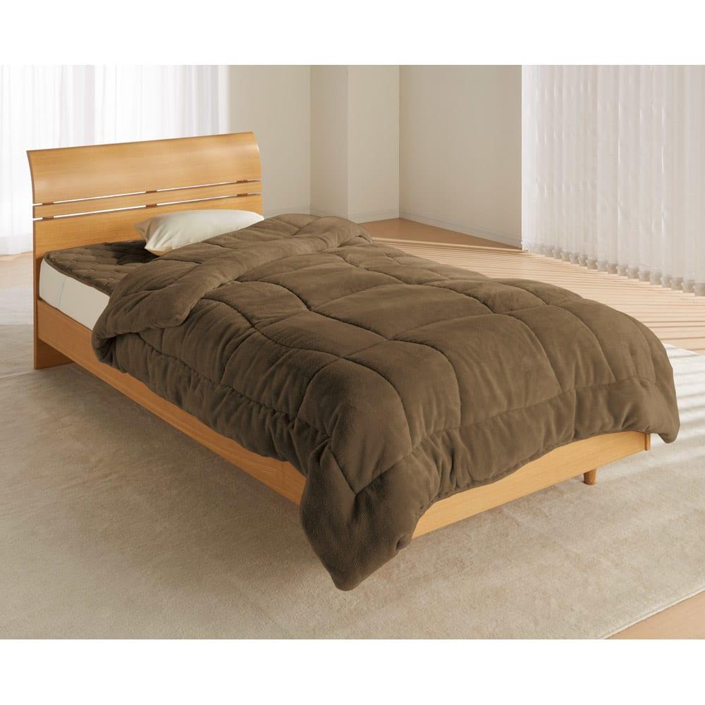 ヒートループDX 「お得な掛け敷きセット」(ダブル) (ウ)ブラウン…落ち着いた雰囲気のブラウンはシックな寝室に似合います。