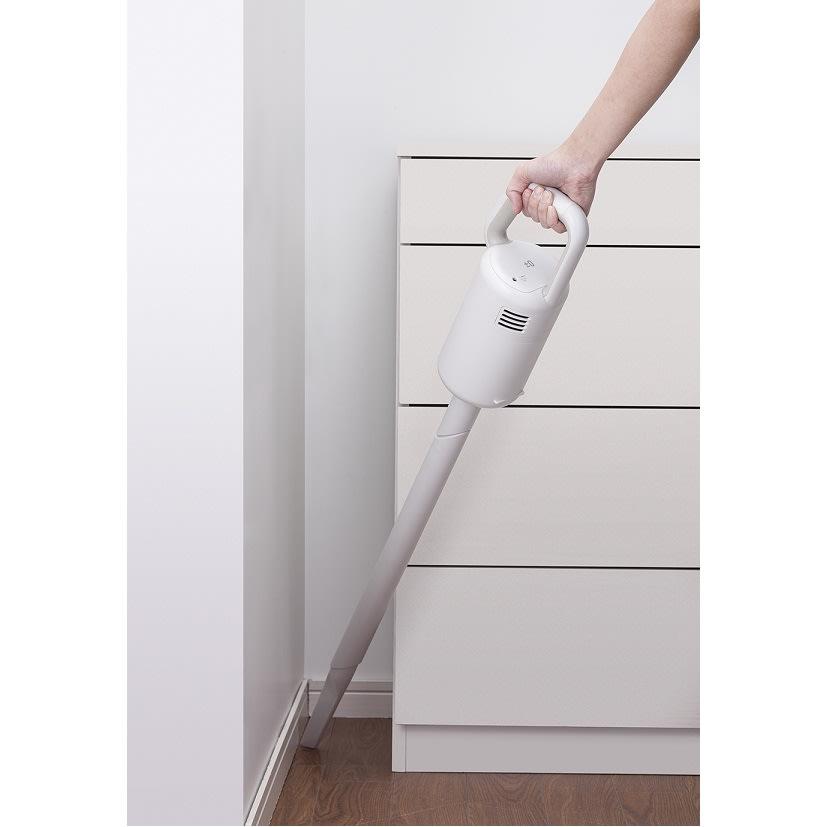 ±0/プラスマイナスゼロ コードレスクリーナー 持ち手部分にもご注目!リング状だから、ラクに握れて掃除しやすいんです。