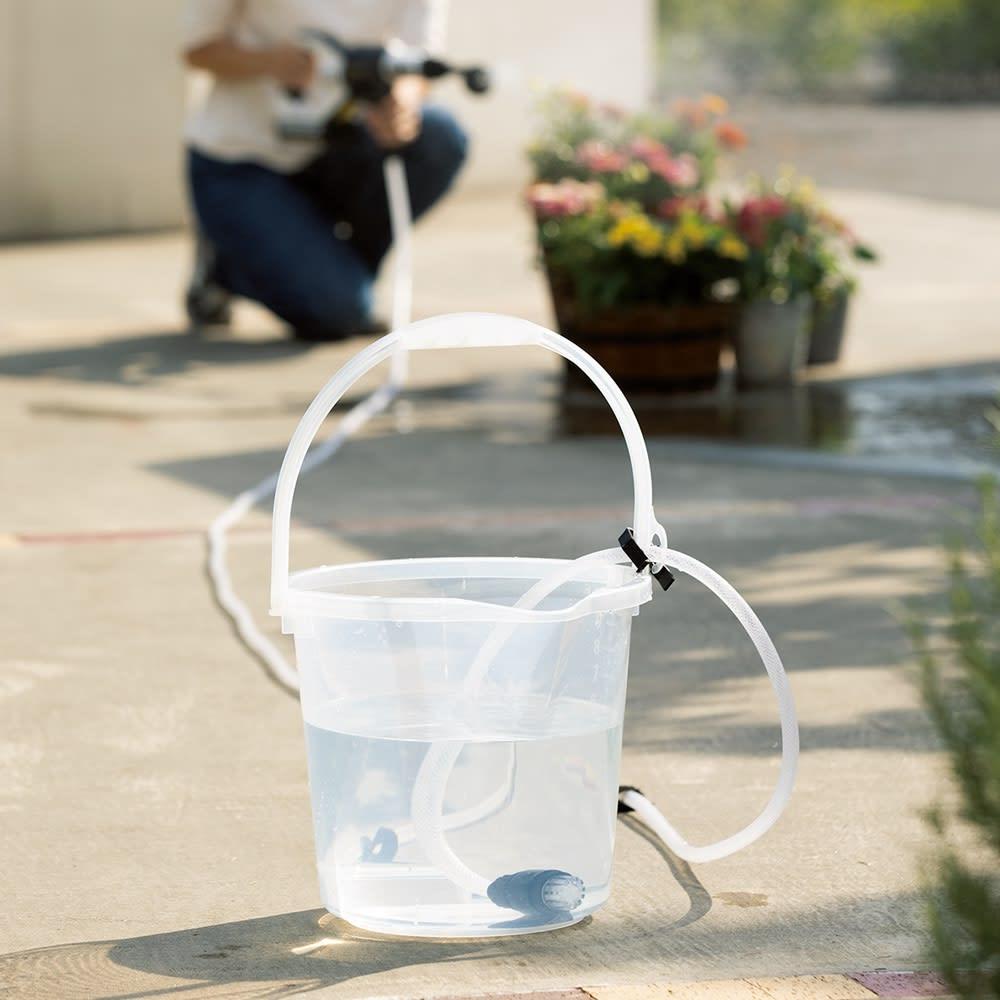 ビューティテック コードレス高圧洗浄機 用意するのは水が入ったバケツだけ!ホース固定用クリップが付いており、ホースをバケツに固定することができます。