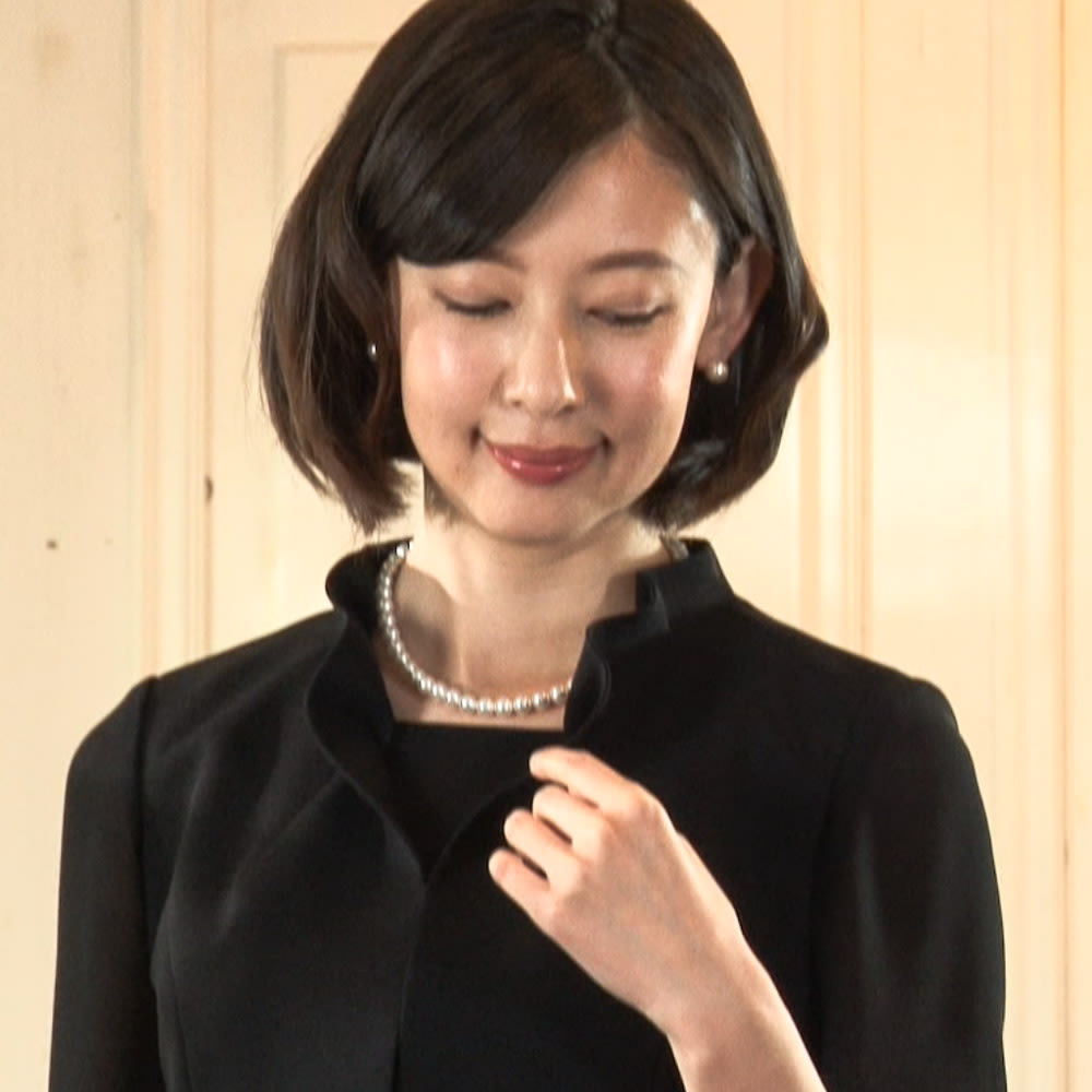東京ソワール ブラックフォーマル アンサンブル風ワンピース 夏用 上品なフリルの立ち襟がご好評いただいています。