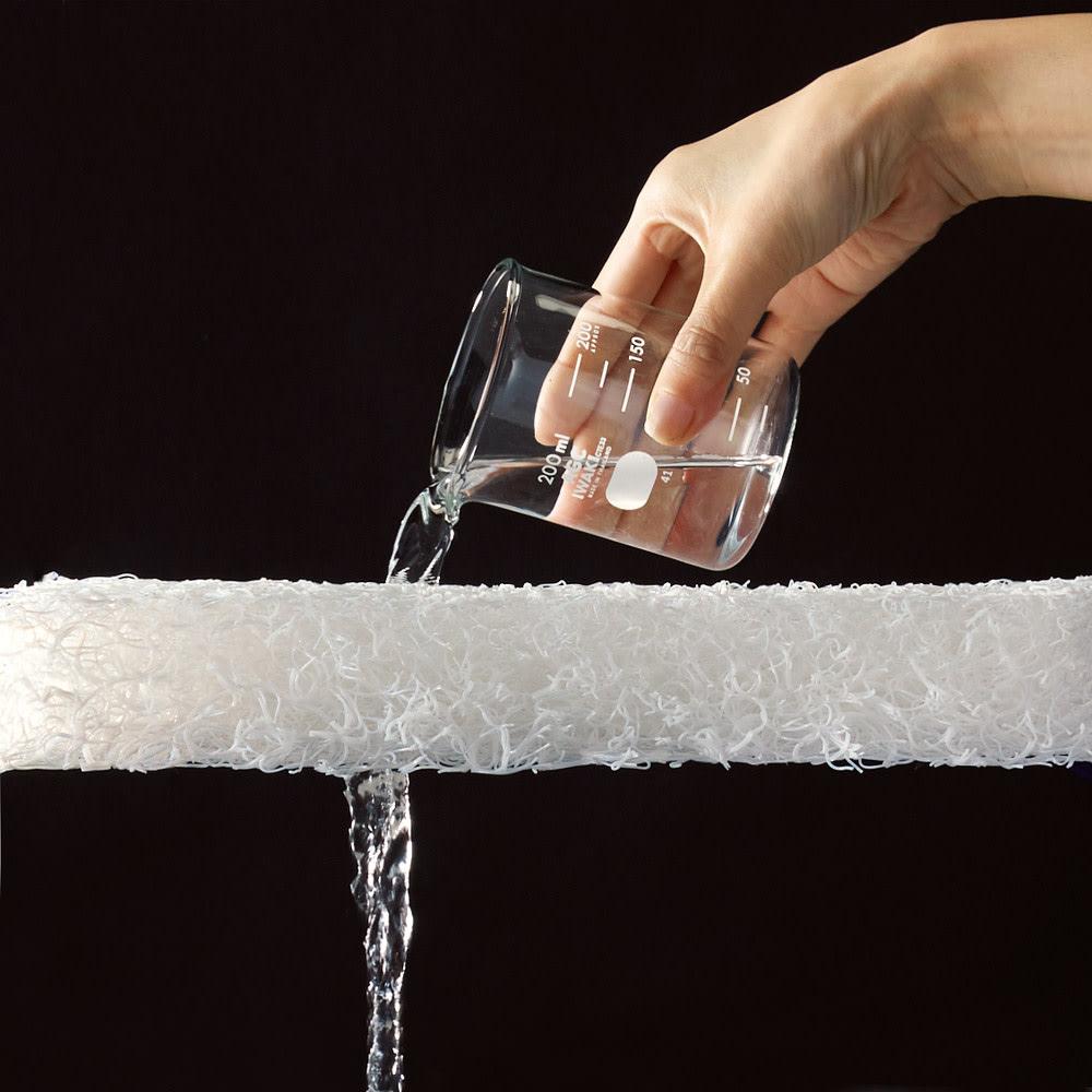 ブレスエアー(R)敷布団NEO(セミダブル) ブレスエアー(R)は水をそのまま通すほど通気性が良い。だから熱や湿気をサラッと逃がし、蒸れにくい!