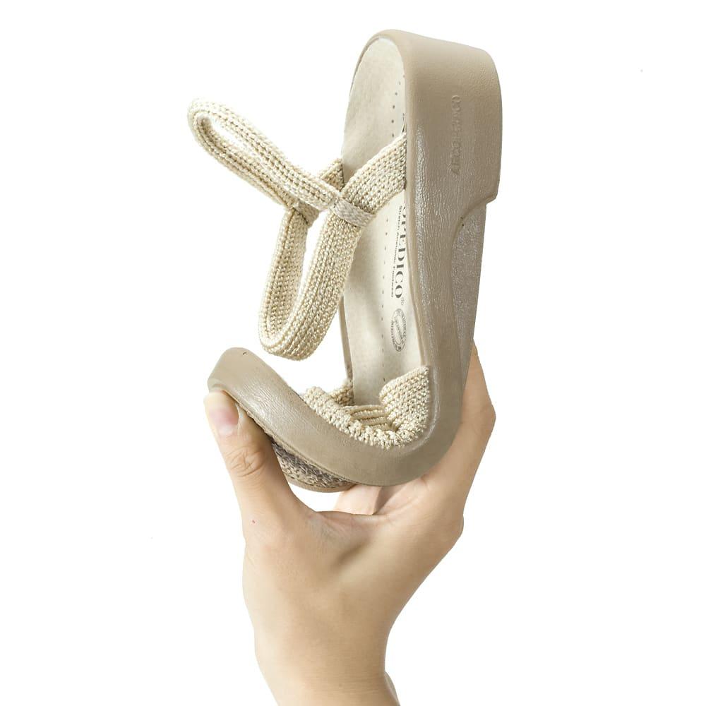 ARCOPEDICO/アルコペディコ サマーサンダル(シャープ) 二つ折りできるほど屈曲性に優れるから、靴が足にしっかりフィットし、足運びがスムーズ。