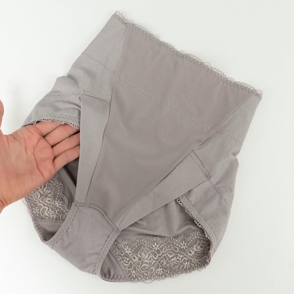 BRADELIS NewYork/ブラデリスニューヨーク 綿混すっきりショーツ 色・サイズが選べるお得な2枚セット 足口(フロント側)は、生地を二重に折り返した縫製で 縫い目や接ぎが肌に触れにくい。圧迫感や窮屈さを軽減し 動きやすい。 ※前側:裏面