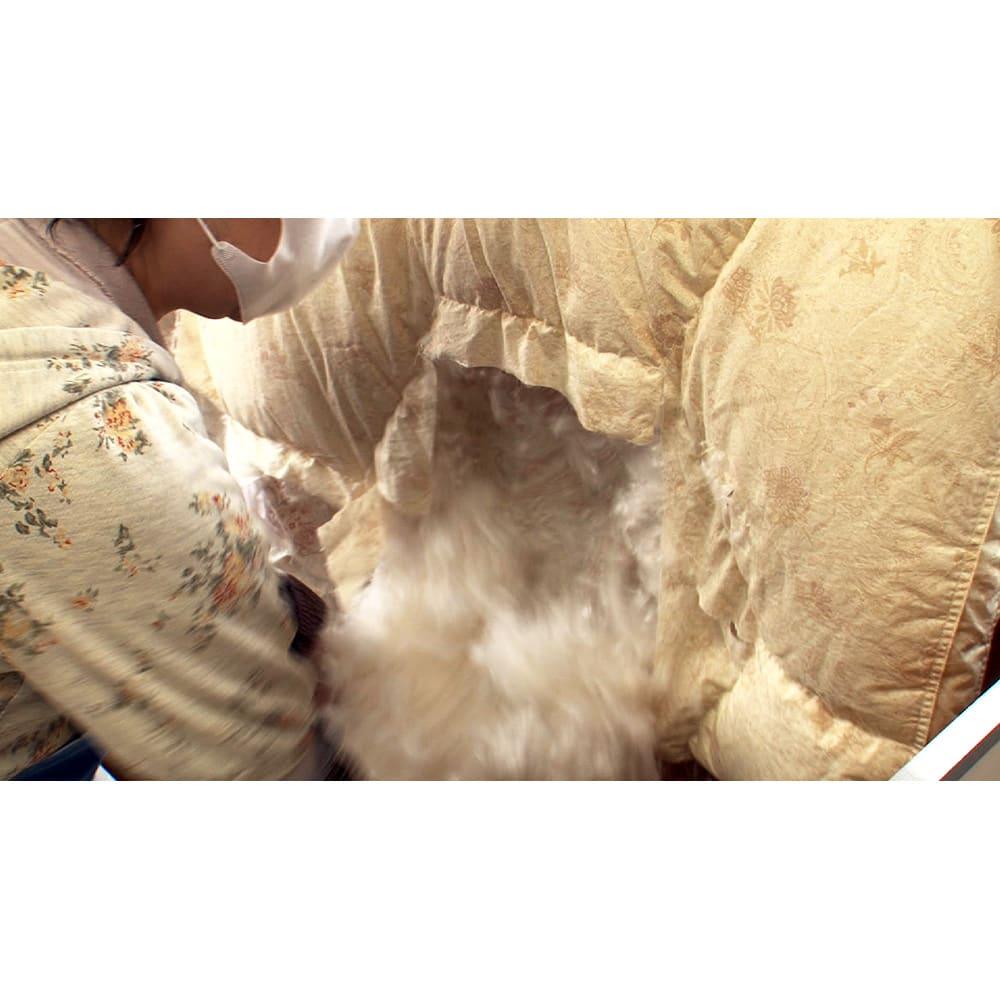 羽毛布団のフルリフォーム(クイーン) お預かりした羽毛布団は解体し、中羽毛を取り出します。