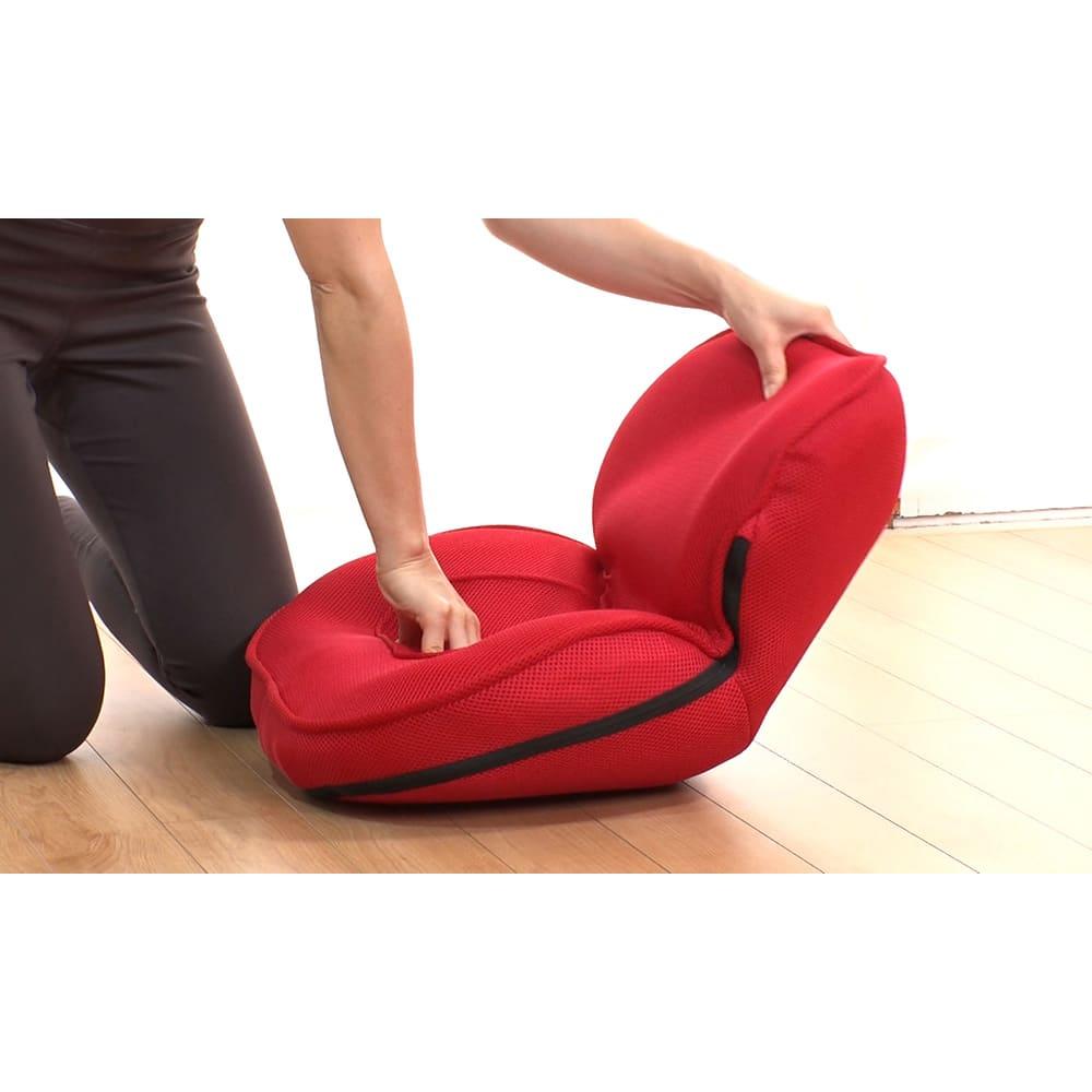 東急スポーツオアシス ながら骨盤チェア smart 背もたれは14段階のリクライニング可能。90度まで起き上がり、倒すと平らな状態に。寝ながらでも使えます。