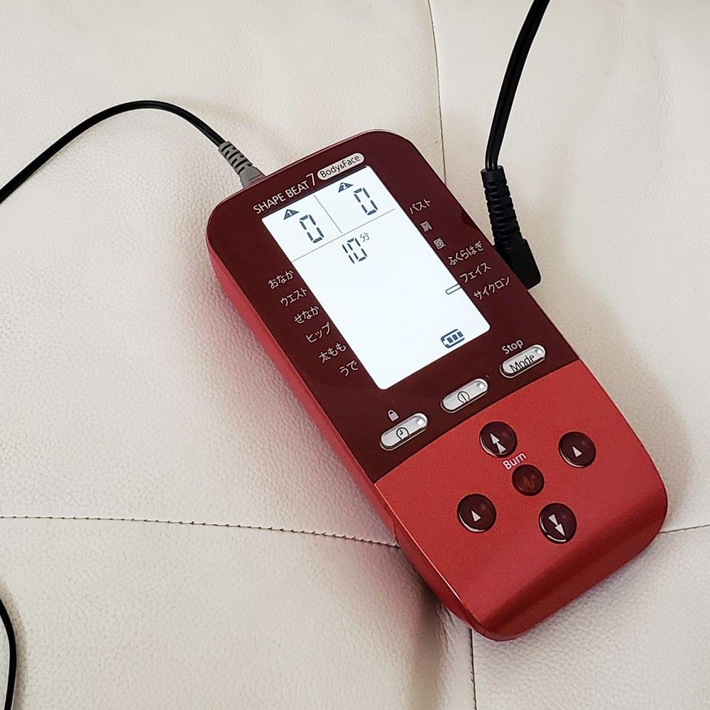 シェイプビート7 Body&Face ○レベル表示…レベルは1~90まで。細かく調整できるから、家族それぞれが自分に合ったパワーで使えます。○バッテリー残量…最大7時間の充電で約1時間の連続使用(※高出力時)。充電しながら使用できるのでついつい使いすぎてもOK!