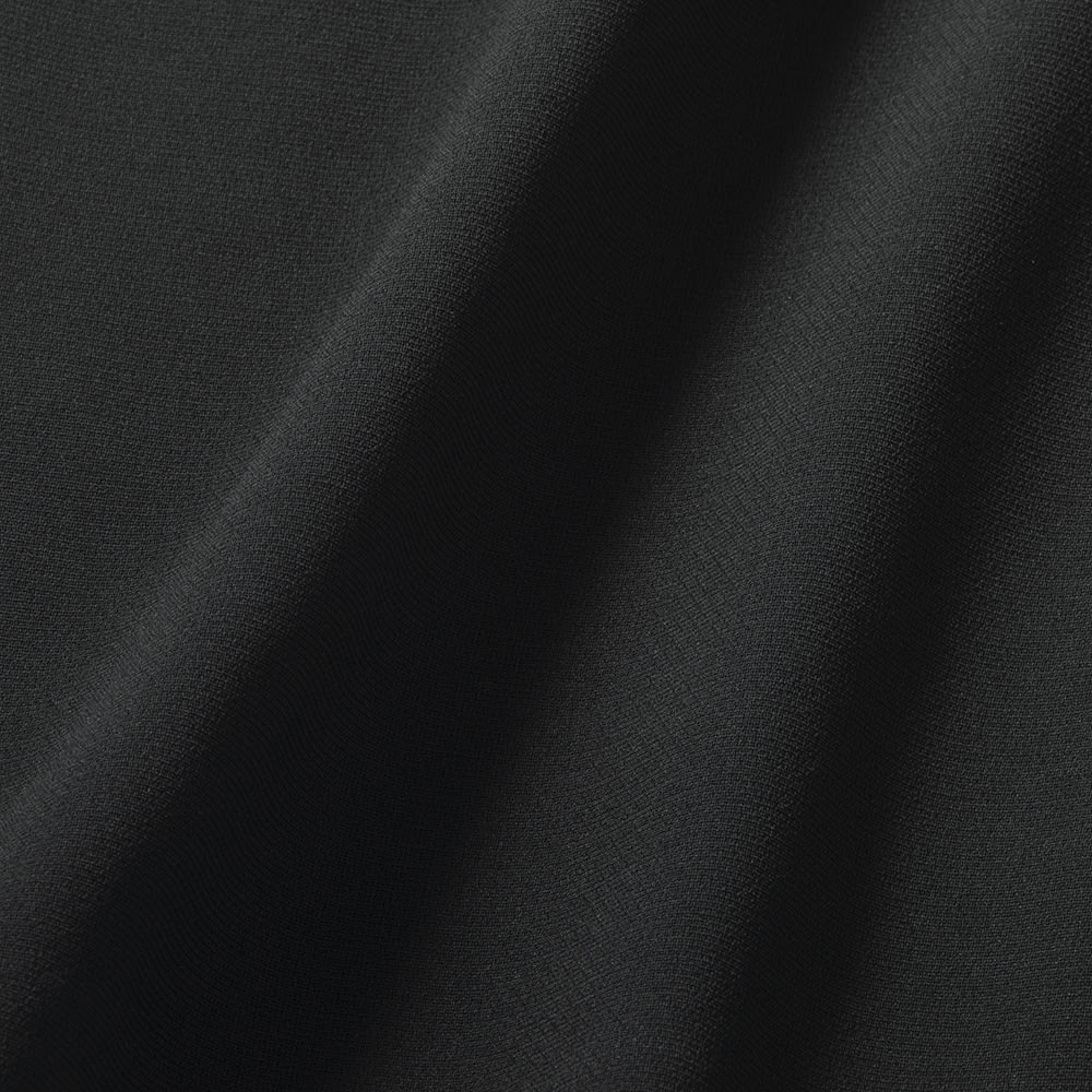 東京ソワール ブラックフォーマルアンサンブル 横に伸びるストレッチ素材を採用。窮屈感が少なく、着心地ラク!濃染加工で光の反射を抑えているので、高級感ある深い黒に見えます。