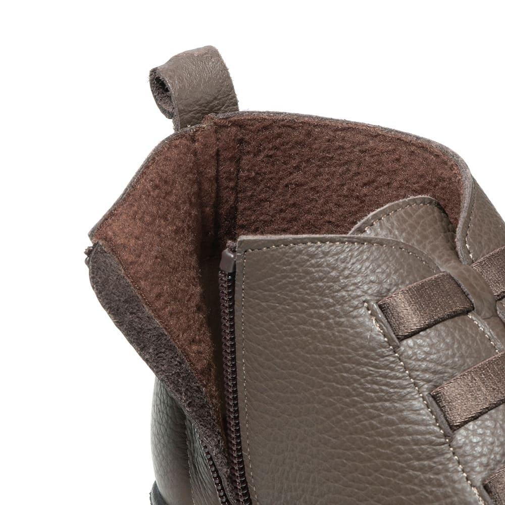フィグリーノ レザーブーツ 内側とインソールにフリース素材を採用。まるでフリースの靴下を履いているように暖かい!さらにサイドファスナー付きで脱ぎ履きラクチン。