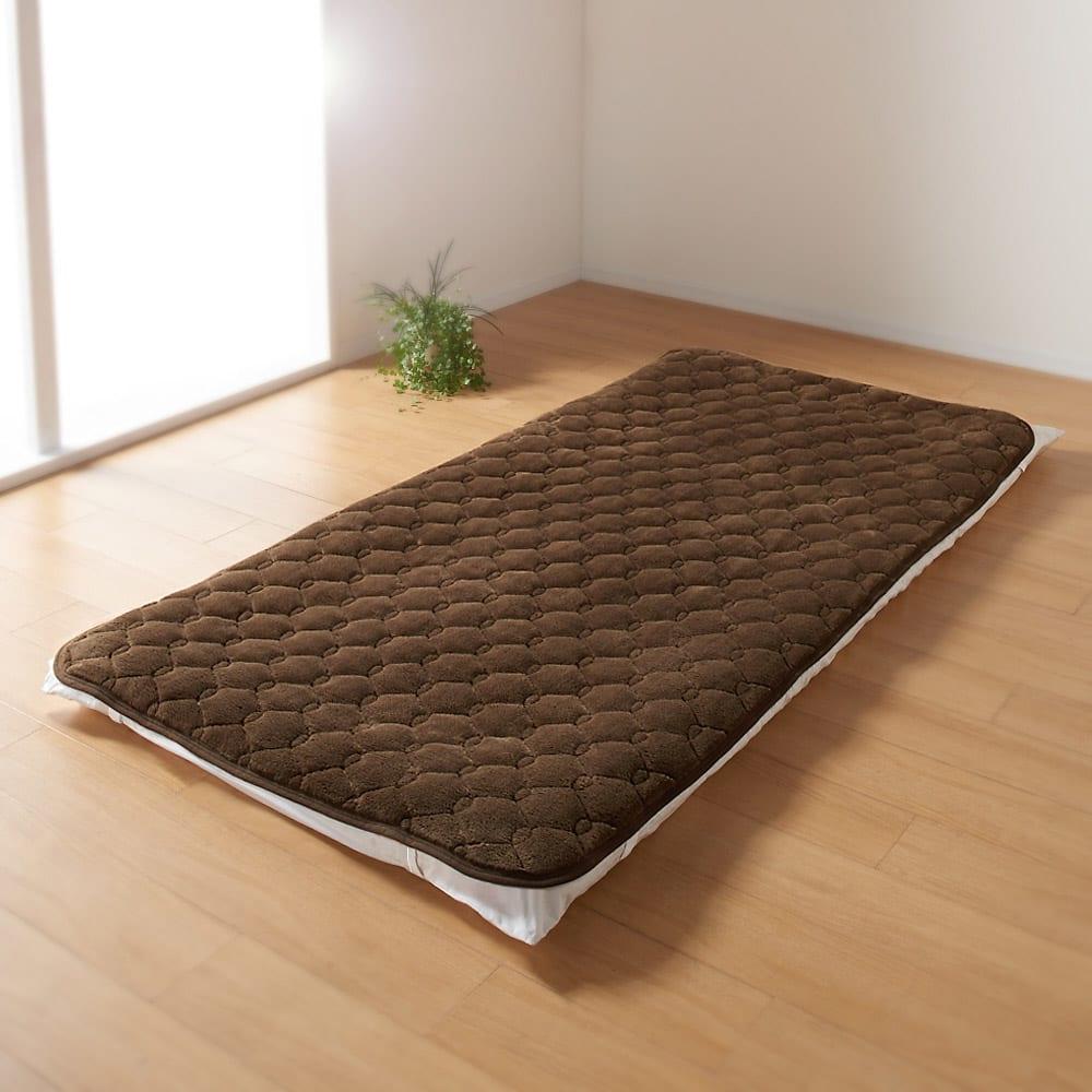 ヒートループDX 「ぬくぬく敷きパッド」(クイーン) (ウ)ブラウン…落ち着いた雰囲気のブラウンはシックな寝室に似合います。