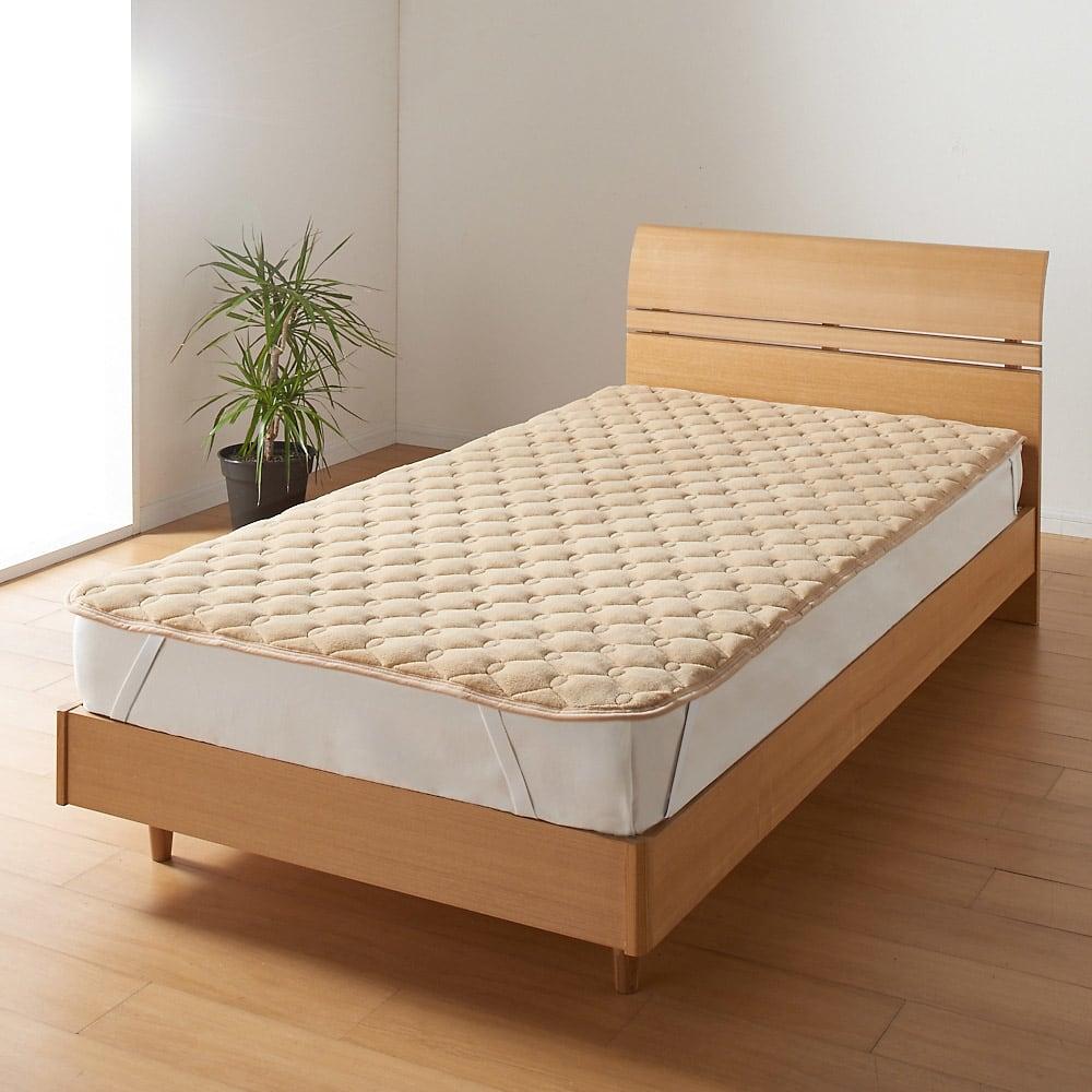 ヒートループDX 「ぬくぬく敷きパッド」(クイーン) 敷布団はもちろんベッドにも使える「ぬくぬく敷きパッド」。シーツのヒヤッと感が苦手な方に断然おすすめ!四隅ゴムバンド付き。