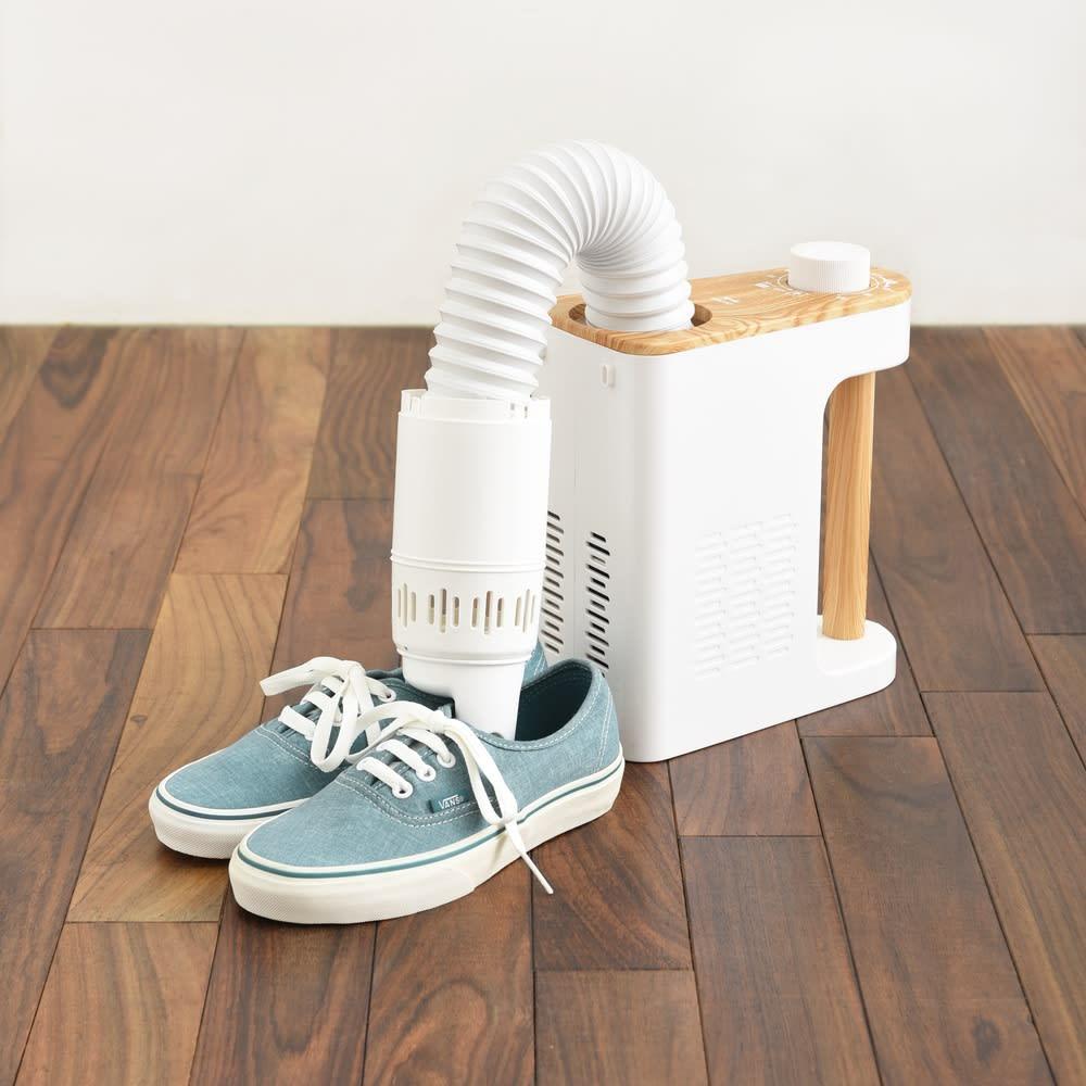 BRUNO/ブルーノ マルチふとんドライヤー お子さんの運動靴や上履き、雨に濡れたブーツや革靴などの乾燥には付属の専用アタッチメントをお使いください。