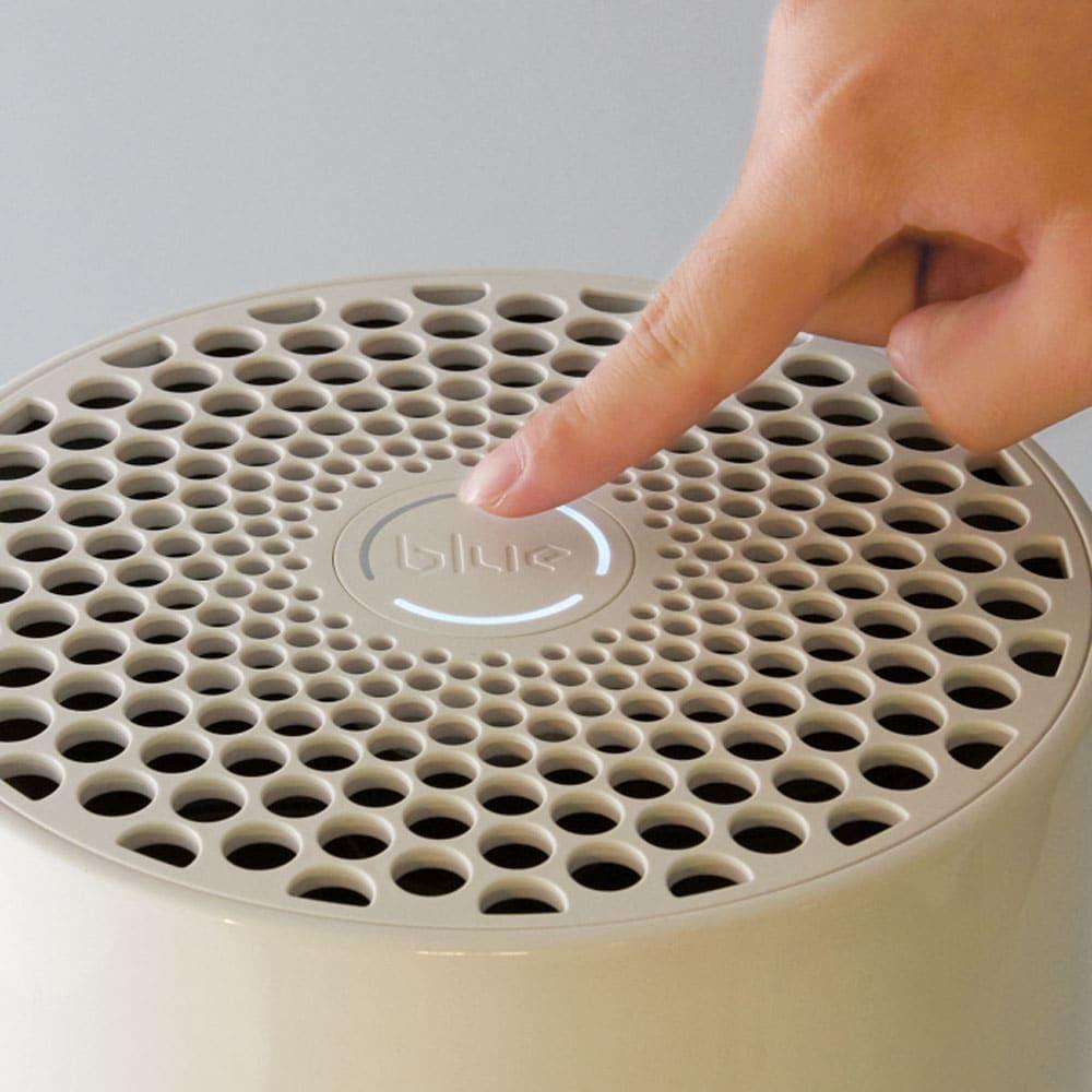 ブルーエア 空気清浄機 操作は天面中央のボタン一つのシンプルさ。タッチするごとに3段階でパワーの設定が可能です。